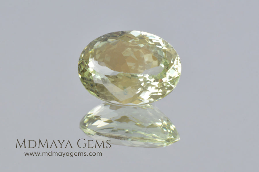 Green Yellow Beryl Gemstone. Oval cut. 5.33 ct.