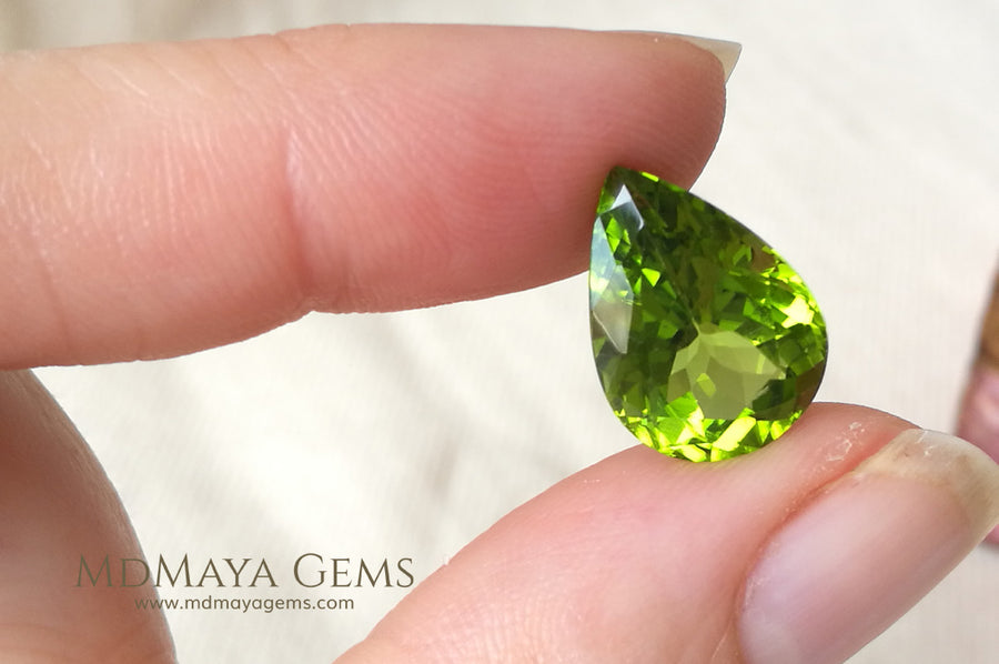 Top Fire Natural Green Peridot Gemstone Pear Cut 7.99 ct