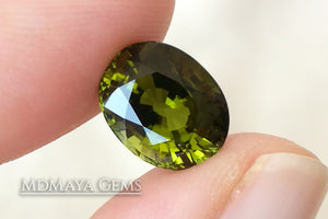 Stunning Green Tourmaline 4.49 ct from Mozambique (under daylight)