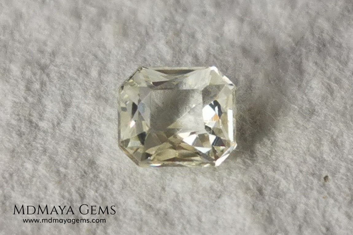 Light Yellow Sapphire. Radiant Cut. 0.92 ct. This elegant gemstone shows a delicate bright pale yellow, its quality of cut is very good. It will impressive in an engagement ring or something special, the best, its price. Don't miss it!