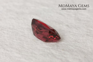Pink garnet 1.96 ct rectangular cut. This gem shows a very intense reddish pink color, it has an exquisite and very elegant cut. If you are looking for a natural gem, without any treatment, reddish in color and at an incredible price, do not hesitate.