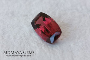 Rhodolite, 2.01 ct, cushion cut. This affordable gem has an excellent cut, very well proportioned, which makes purplish red glitters come out of its facets at the slightest movement. It has a very good measurement, since although it is a two-carat gemstone, it would look amazing in a ring or pendant.