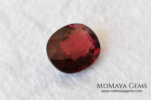 Dark Red Rhodolite, 5.09 ct, oval cut. Elegante dark natural and untreated gemstone.