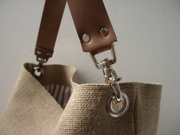 Casual Hobo Tote Bag in Woven Jute