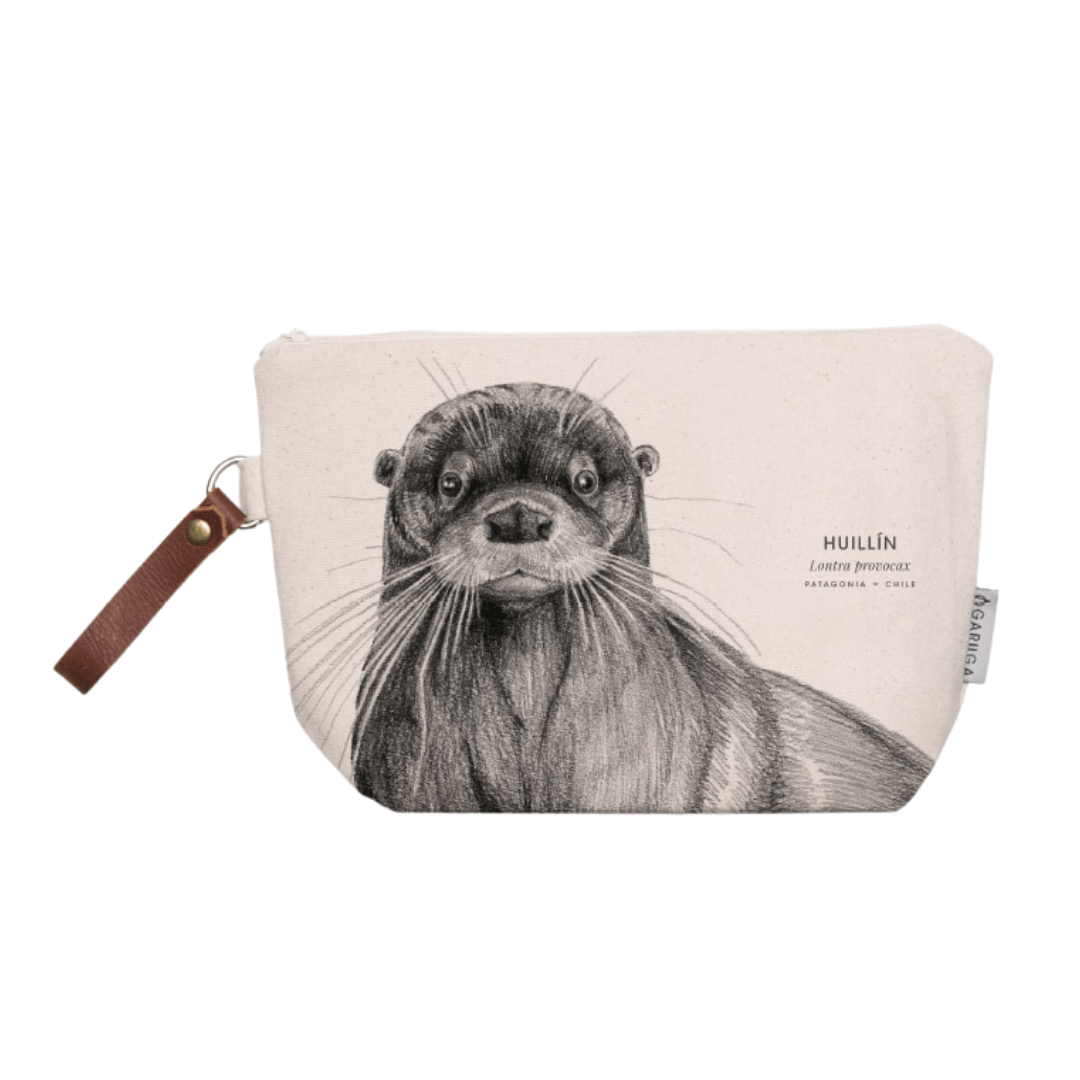 sustainable gifts Garuga Save the chilean otter - toiletry bag