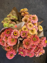 Load image into Gallery viewer, Local Zinnias