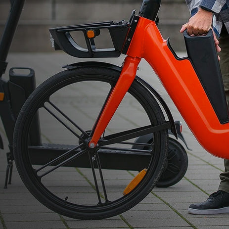 Okai-Electric-Scooter-&-Electric-Bike-Manufacturer-EB100-and-ES400B-with-person-swapping-the-battery