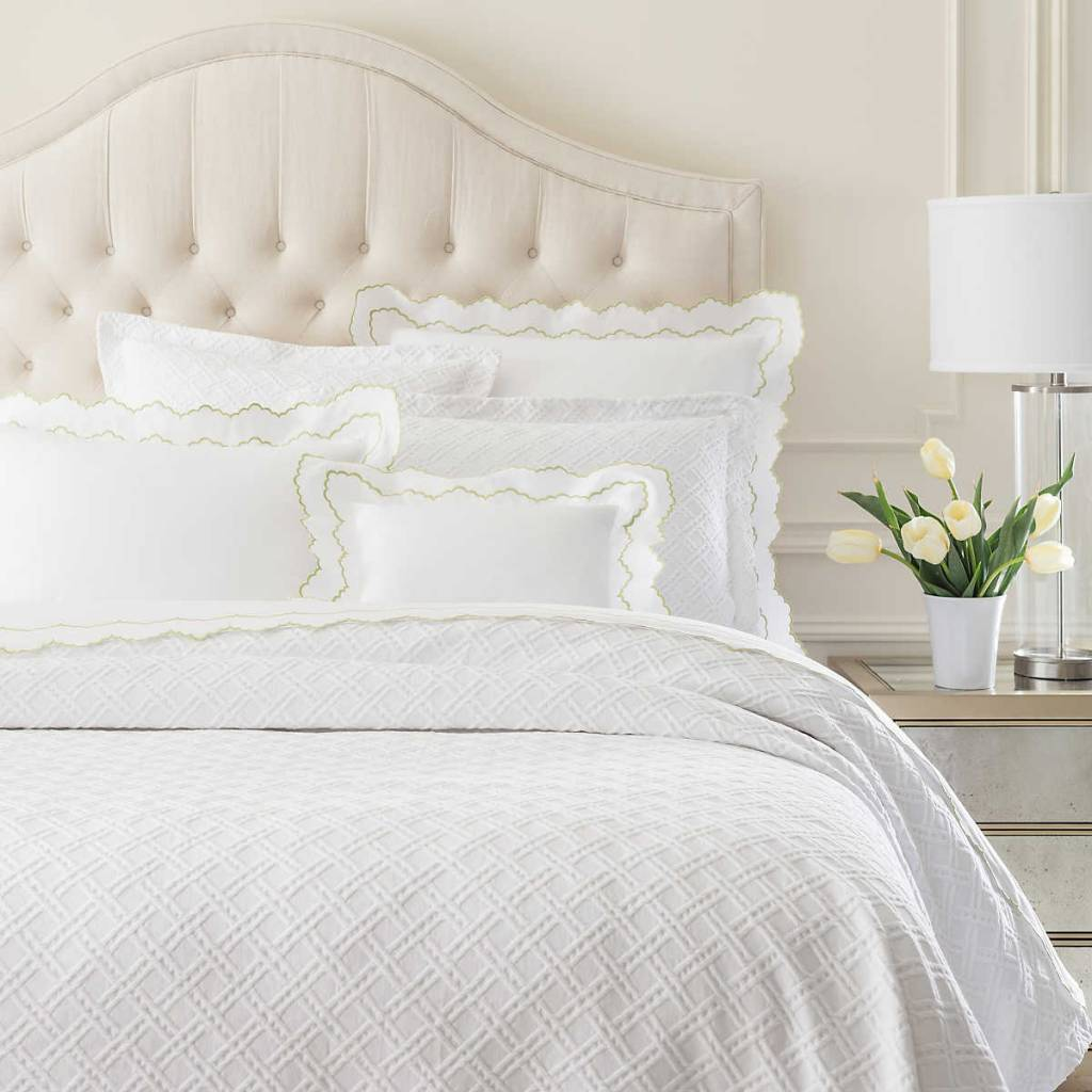 Traliccio White Matelasse Coverlet- Queen