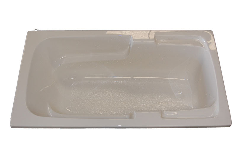 "American Acrylic 60"" x 30"" Soaker Arm-Rest Bathtub"