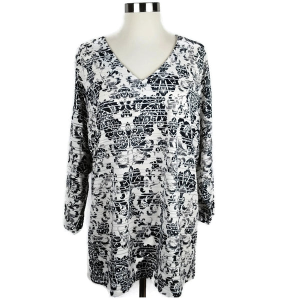 Black and White Floral Plus Size Top