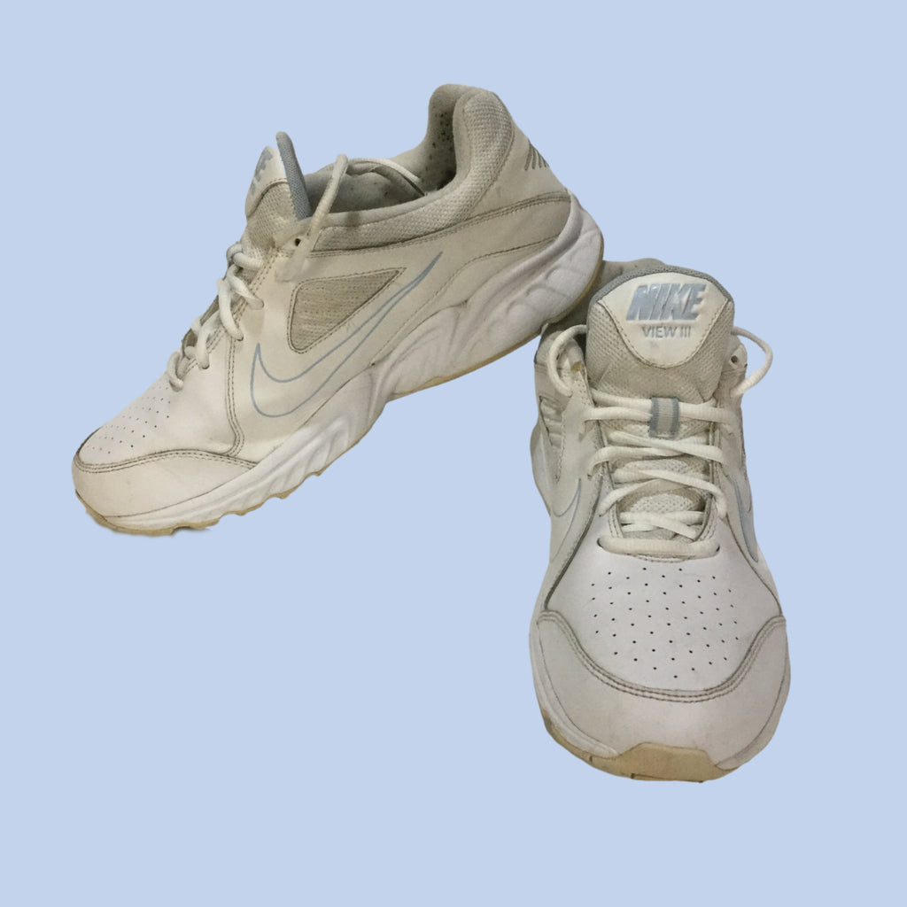 NIKE View III white Athletic Women's Walking Shoe (Pre-loved)