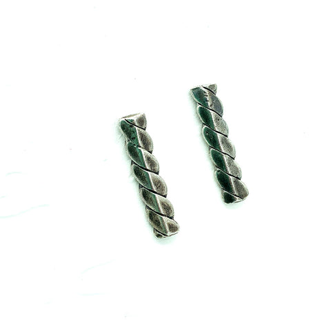 Twisted Slide Studs