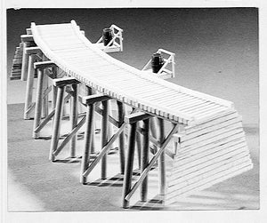 "70' Curved Trestle -- 15-1/4 x 1-3/8""  38.7 x 3.5cm -  Scale: HO"