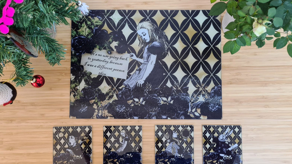 Load image into Gallery viewer, Alice in Wonderland Black & gold Table Gift Set