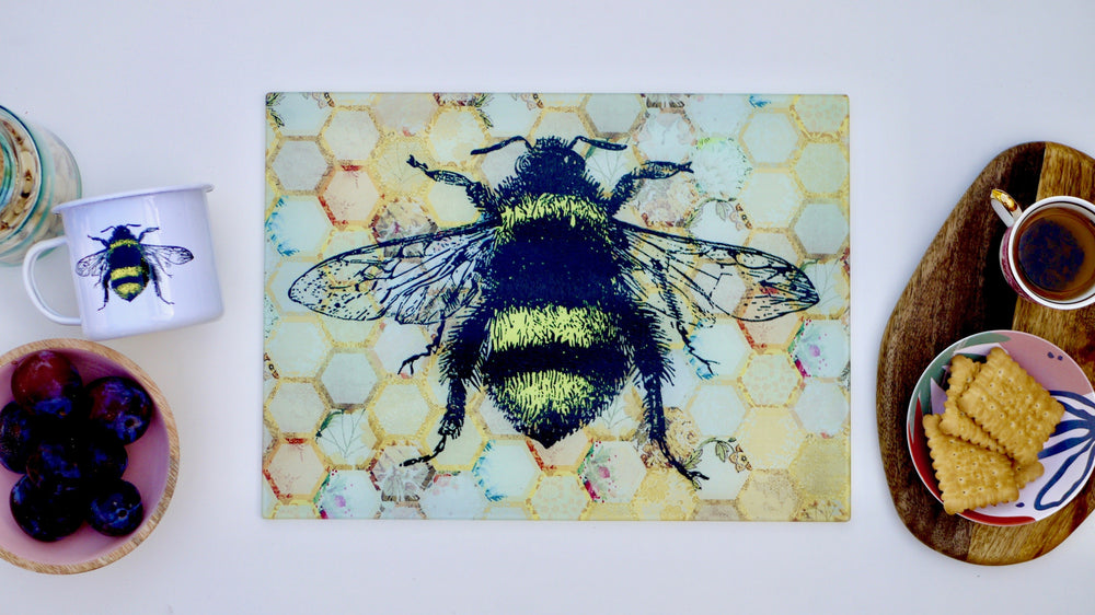 Load image into Gallery viewer, Bee Cutting Board