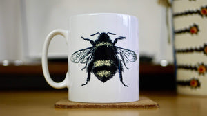 Load image into Gallery viewer, Ceramic Bee Mug - Kitsch Republic