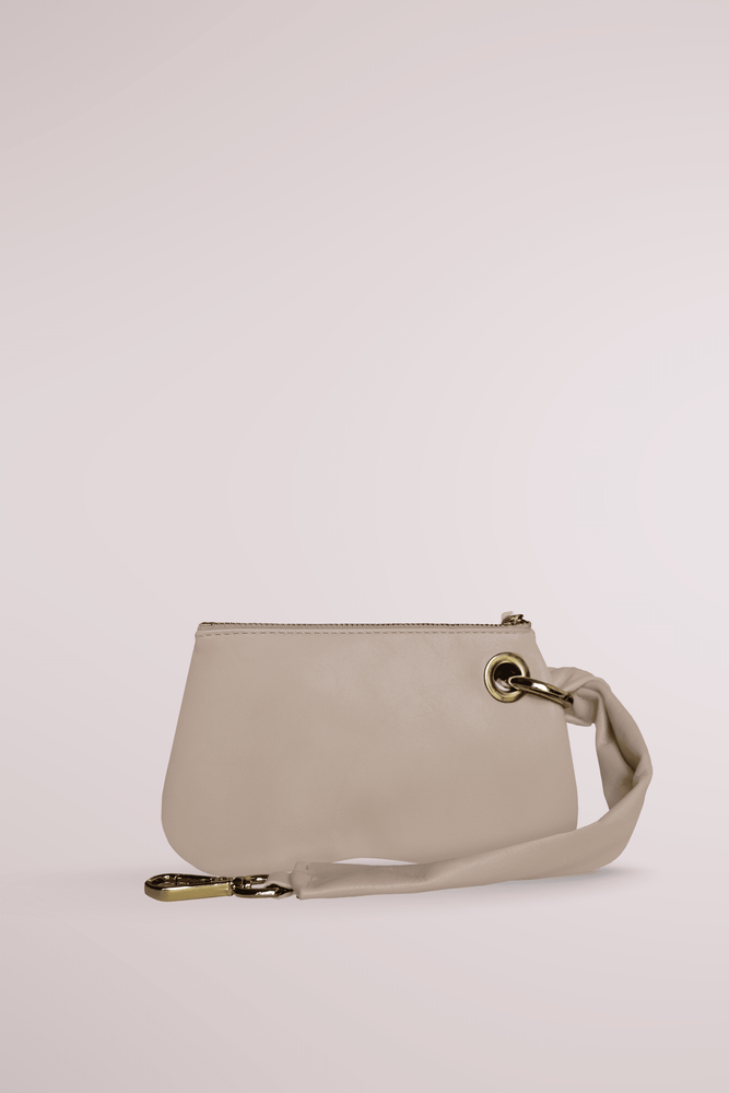 Load image into Gallery viewer, sand butter pochette, calf leather, pillow bag, cloud, butter, soft bag, butter pochette sand, Blame Lilac