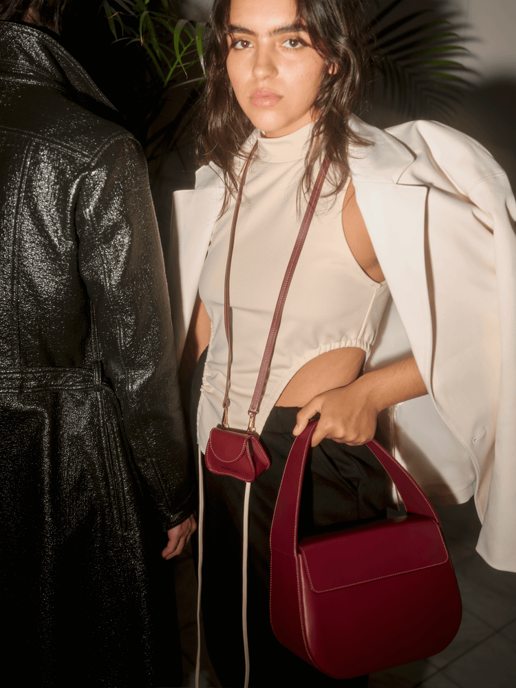 burgundy cesta handbag with off-white stitching, cow leather, removable long strap, Blame Lilac