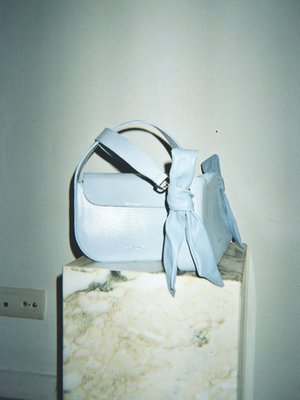 Load image into Gallery viewer, QUERIDA SHOULDER BAG WITH KNOTS LIZARD SKY BLUE