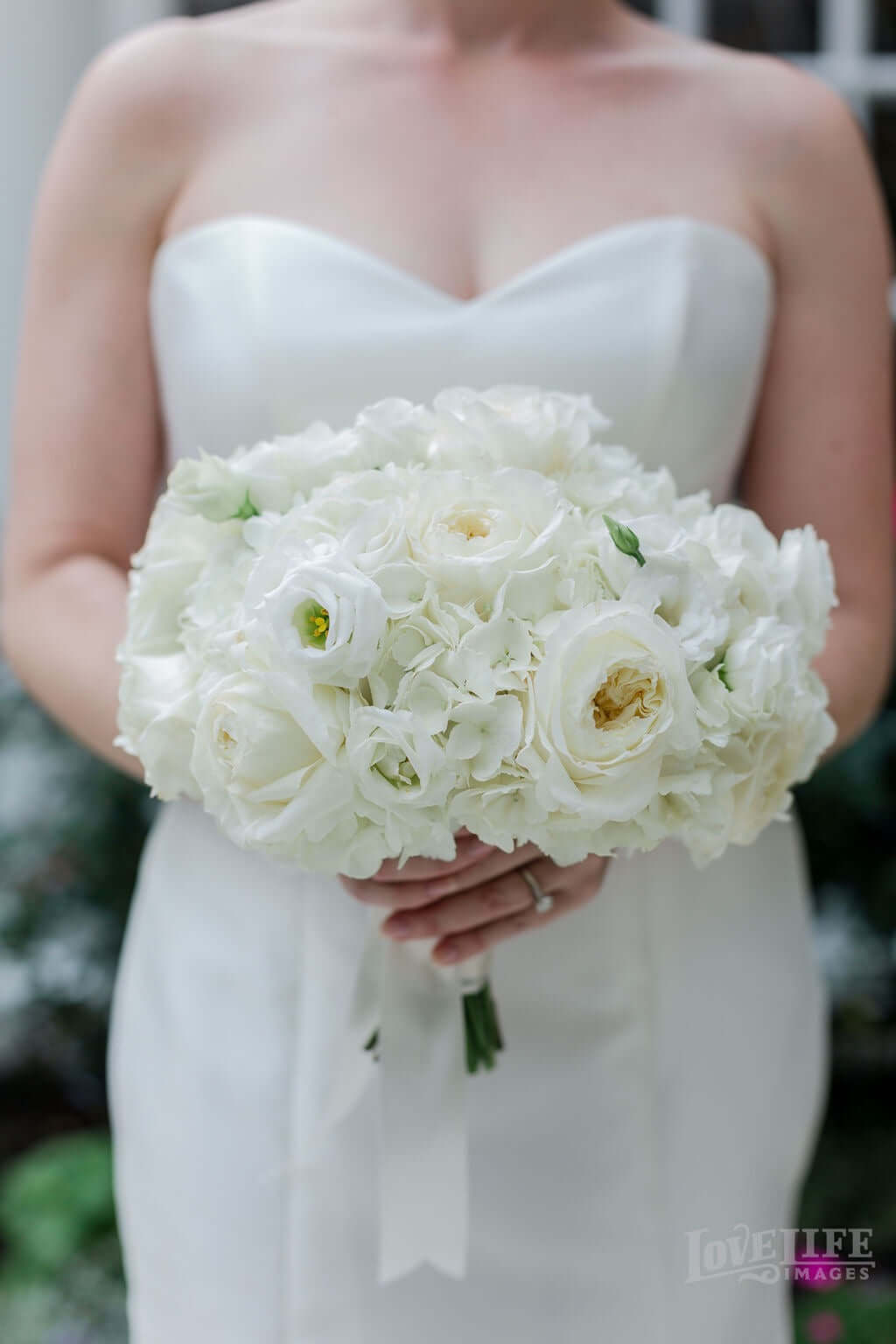 Classic wedding bouquet for DC Elopement