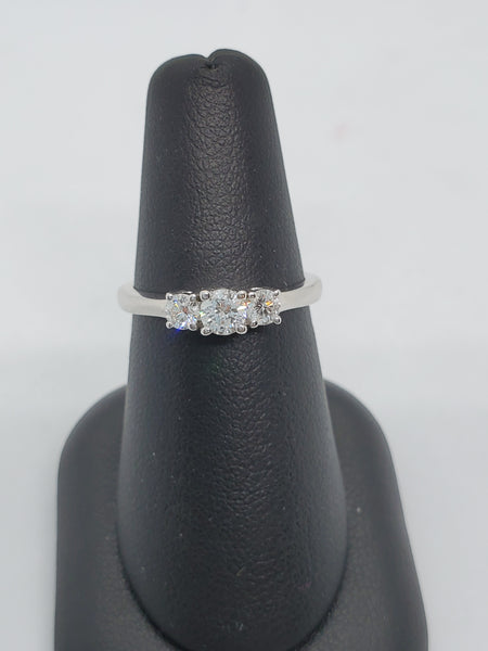 14K WHITE GOLD 3STONE 0.47CTW STARLIGHT DIAMOND RING