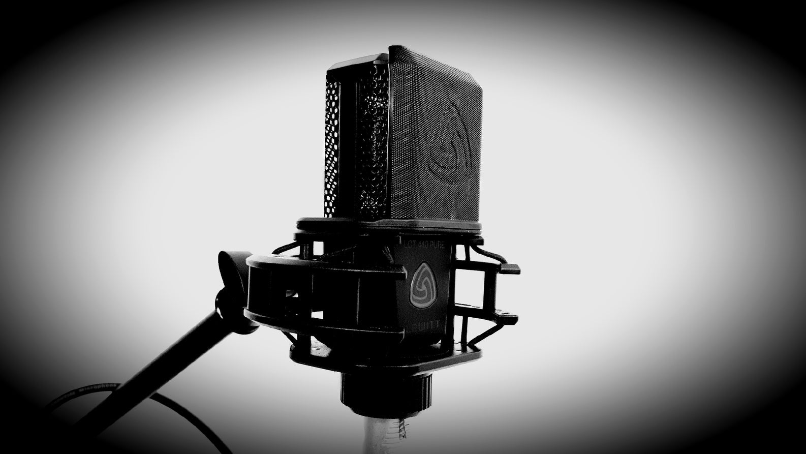 Buyer's Guide - Best Studio Vocal Microphones Under $1,000 2020