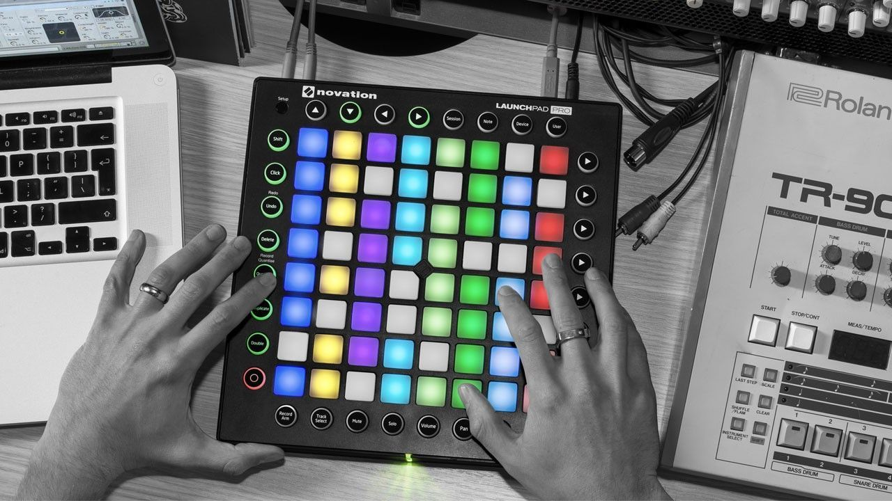 nov_0003_novation_launchpad-pro-lifestyle