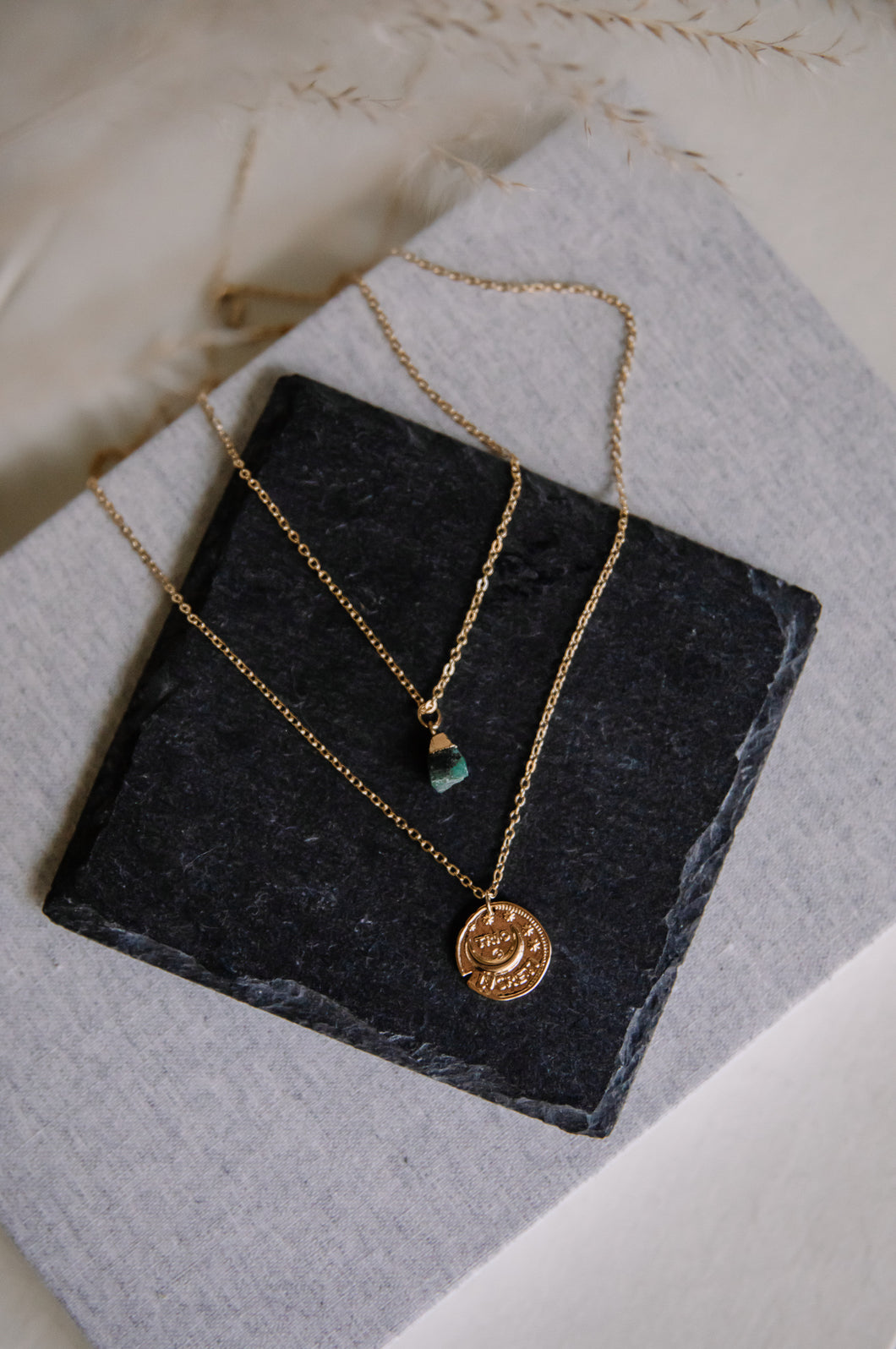 The raw emerald necklace //