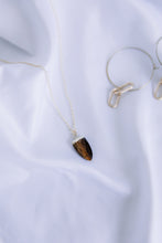 Load image into Gallery viewer, The tiger's eye necklace //