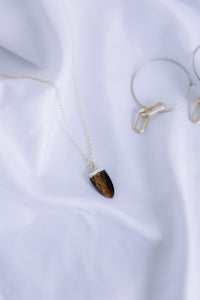 The tiger's eye necklace //