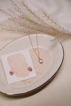 Load image into Gallery viewer, Clear quartz drop necklace //
