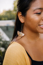 Load image into Gallery viewer, Raffia fan threader earrings //