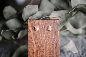 Raw sunstone stud earrings //