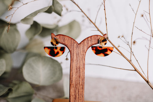 The tortoise shell crescent earrings //