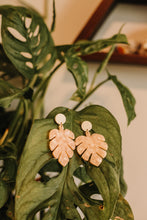 Load image into Gallery viewer, The blush earrings //