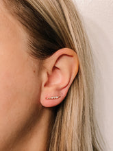 Load image into Gallery viewer, Mini ear climber //