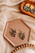 Load image into Gallery viewer, Mini monstera earrings //