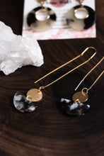 Load image into Gallery viewer, Gold acrylic threader earrings //