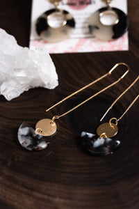 Gold acrylic threader earrings //