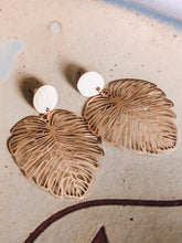 Load image into Gallery viewer, Brass monstera drop earrings //