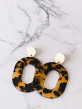 Load image into Gallery viewer, Tortoise shell acrylic drop earrings //