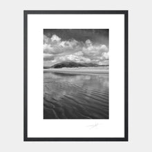 Load image into Gallery viewer, Inch beach