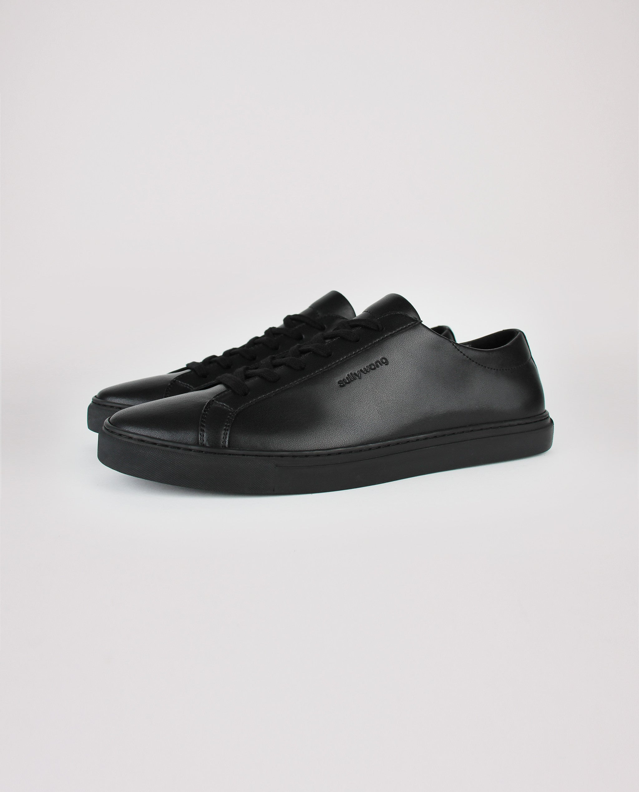 Sully Wong Men's Low Classic in Black