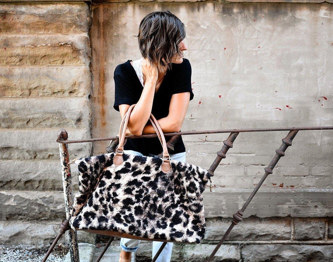 NASHVILLE SHERPA WEEKENDER IN LEOPARD-BAG-MODE-Couture-Boutique-Womens-Clothing