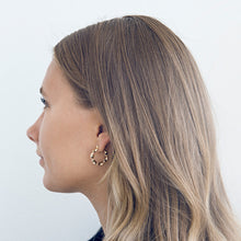 Afbeelding in Gallery-weergave laden, Twisted hoops gold - Timi of Sweden