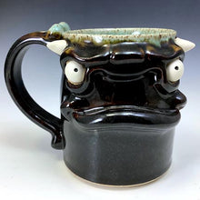 Load image into Gallery viewer, Medium FaceMug - Righty - AKD Glaze - White Horns - Bone Handle