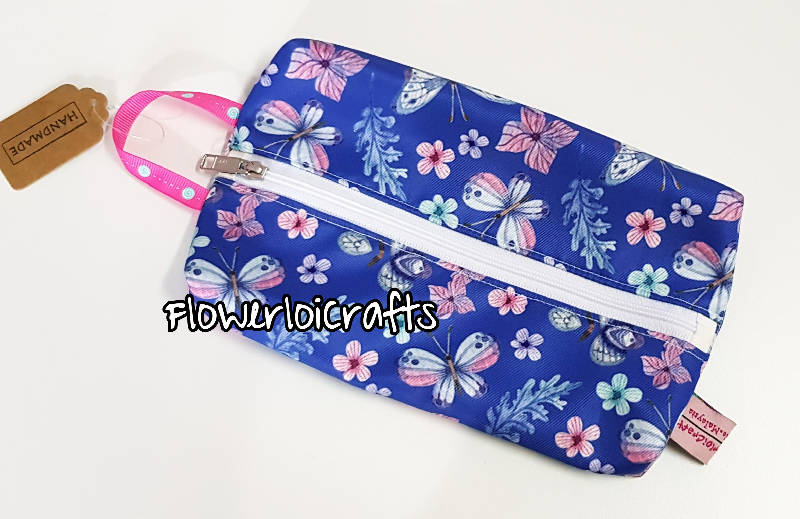 Tissue Holder with Zipper