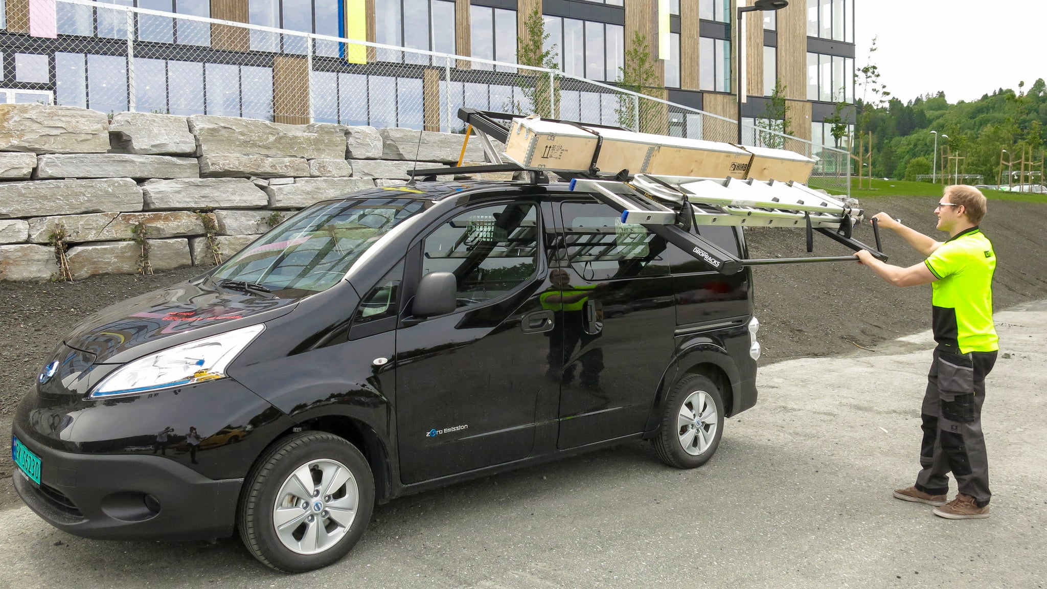 Dropracks Black XL Roof rack on Nissan ENV200 LCV commercial van with fix point