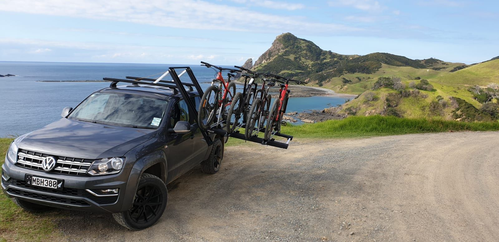 Dropracks roof rack by Utemaster on a Volkswagen Amarok with bike carriers and mountainbikes