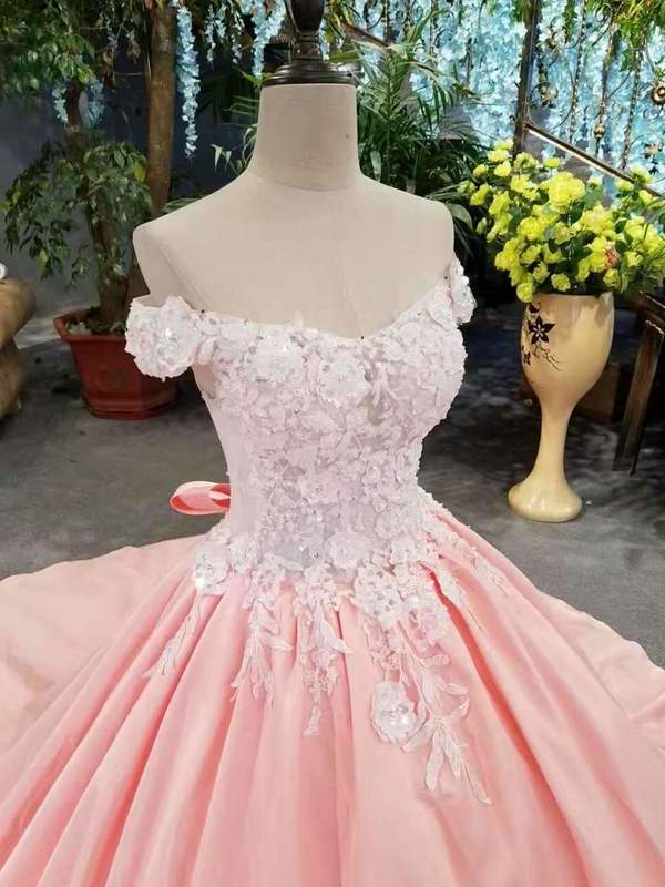 2020 New Arrival Satin Off The Shoulder Wedding Dresses Lace Up With Appliques And XHMPST14608